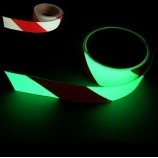 Bandes adhésives photoluminescentes à rayures
