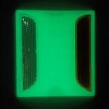 Plot routier photoluminescent et rétroréfléchissant